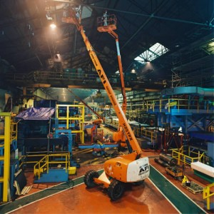 Akülü teleskopik platform fabrika bakımında