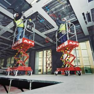İtmeli makaslı platformlar kaldırılmış zemin üzerinde mekanik işinde